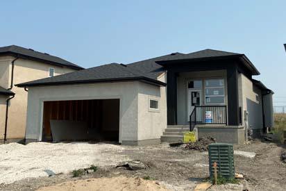 Front Exterior-131-Desrosiers-The-Heritage-DG-33-A-Broadview-Homes-Winnipeg