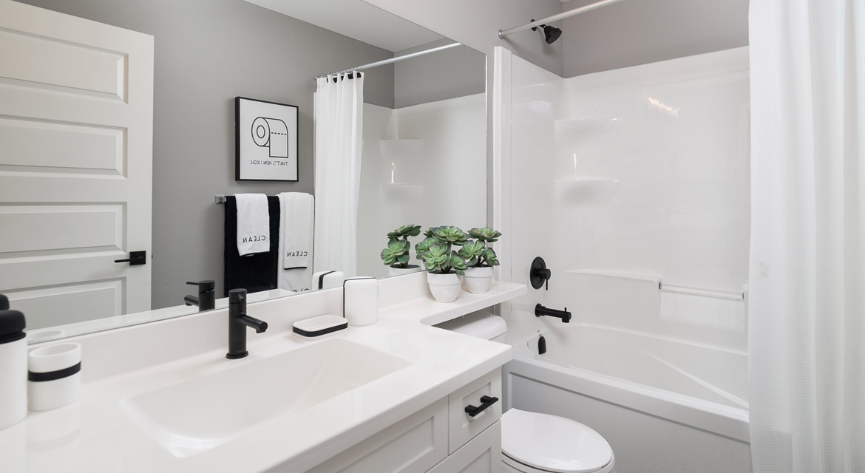 17. Main Bathroom - 88 Skyline Drive DG 16 G The Monticello Broadview Homes Winnipeg