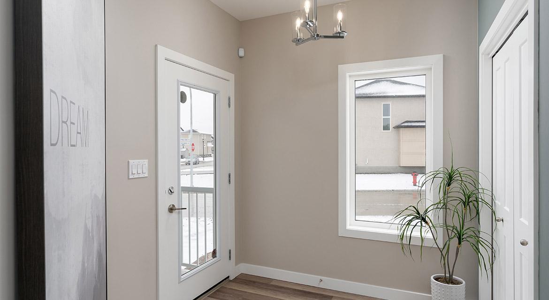 2. Foyer - 63 Crestmont Drive The Harlow DG 17 A Broadview Homes Winnipeg