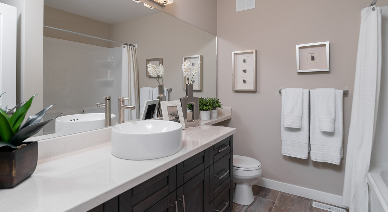 13. Main Bathroom - 15 George Barone Bay The Upton DG 47 A Broadview Homes Winnipeg