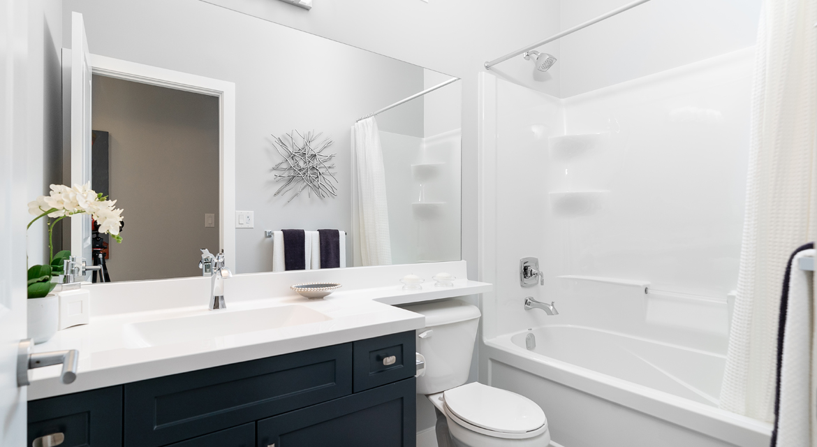 8. Main Bathroom - 302 Tanager Trail DG 23 B The Grayson Broadview Homes Winnipeg