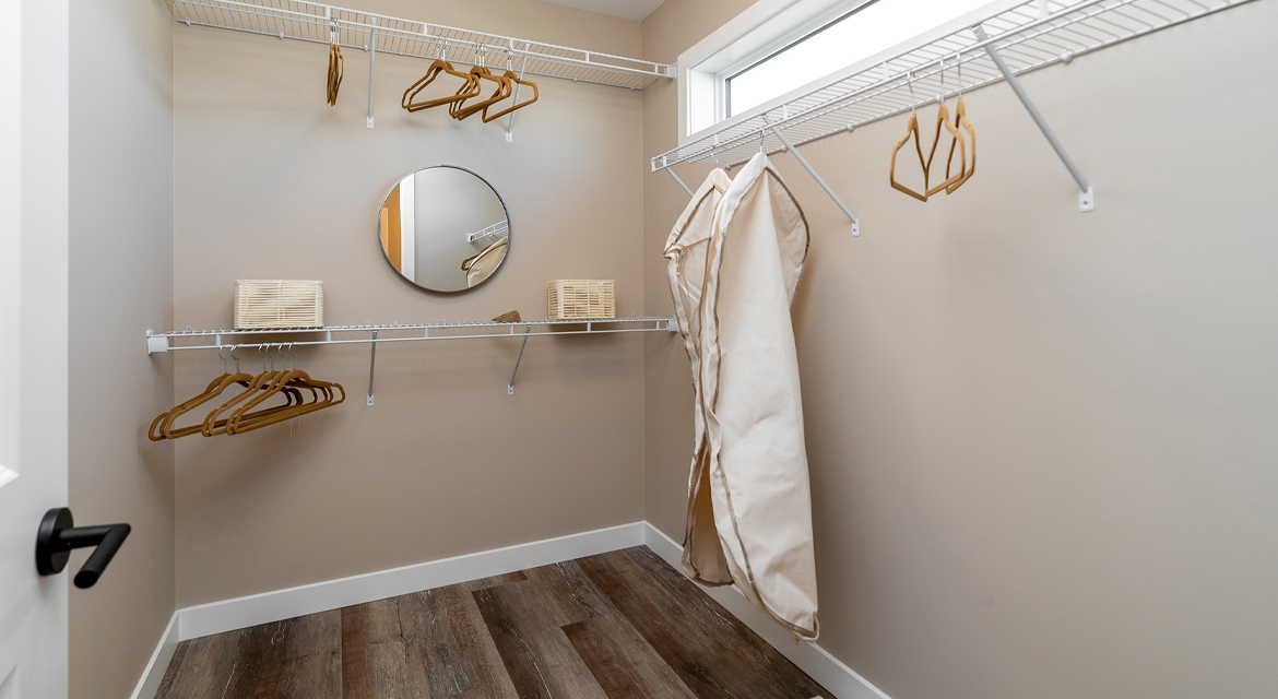 14. Walk-in Closet - 314 Tanager Trail The Avalon DG 15 A Broadview Homes Winnipeg