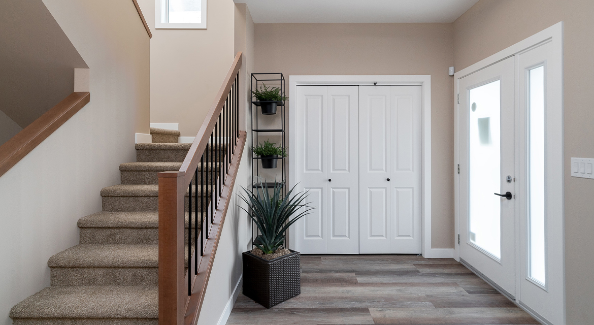 2. Foyer - 314 Tanager Trail The Avalon DG 15 A Broadview Homes Winnipeg
