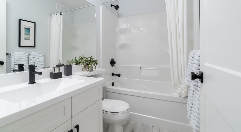 11. Main Bathroom - 326 Tanager The Torres RG 106 D Broadview Homes Winnipeg