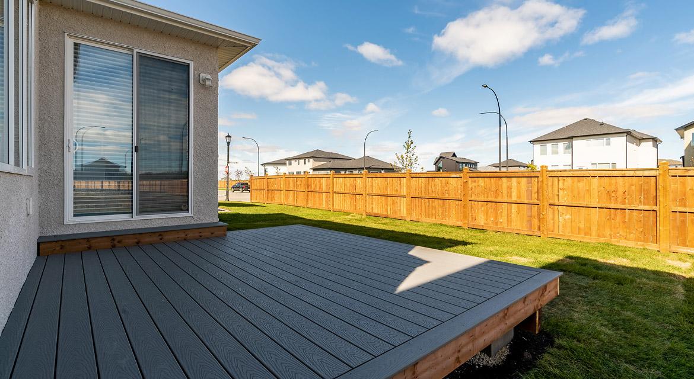 17. Rear Deck - 33 McCrindle The Dawson DG 11 A Broadview Homes Winnipeg