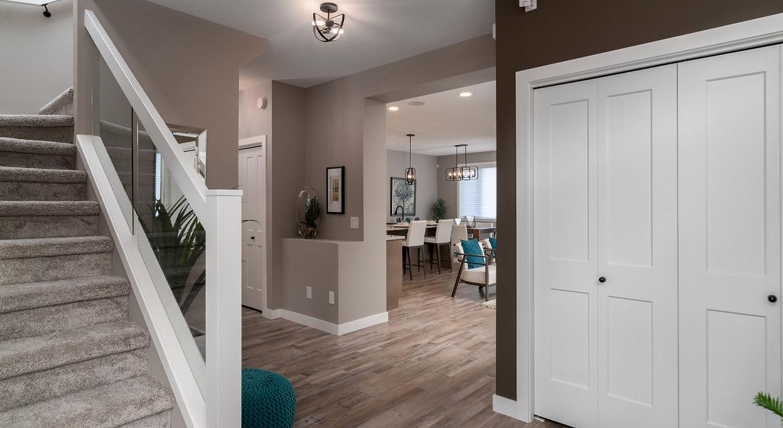 3. Foyer - 33 McCrindle The Dawson DG 11 A Broadview Homes Winnipeg
