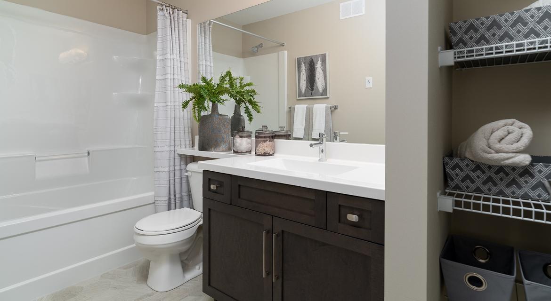 14. Main Bathroom - 380 Windflower Road The Biscayne DG 14 C Broadview Homes Winnipeg