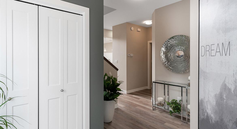 3. Foyer - 63 Crestmont Drive The Harlow DG 17 A Broadview Homes Winnipeg