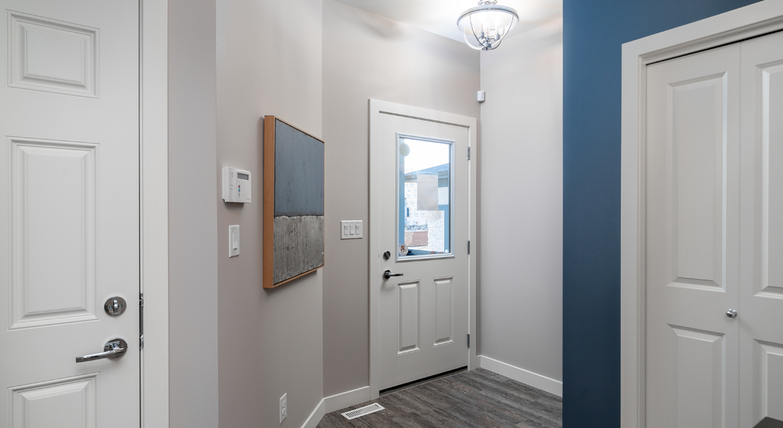 2. Foyer - 84 Crestmont The Preston DG 10 A Broadview Homes Winnipeg