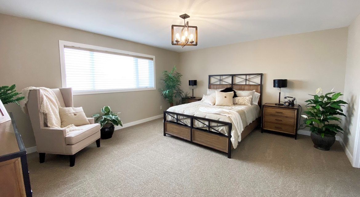 6.primary-bedroom-slider-image-3-snowy-owl-the-monticello-dg-16-a