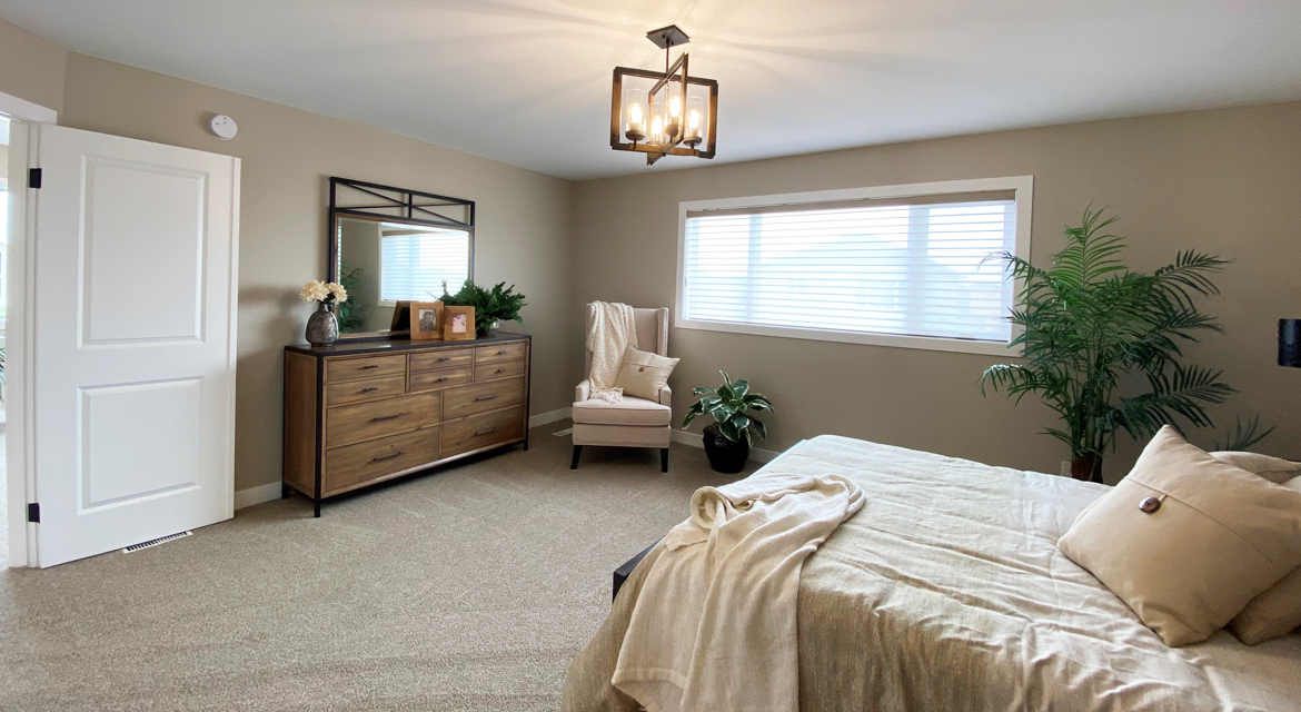 7.primary-bedroom-slider-image-3-snowy-owl-the-monticello-dg-16-a