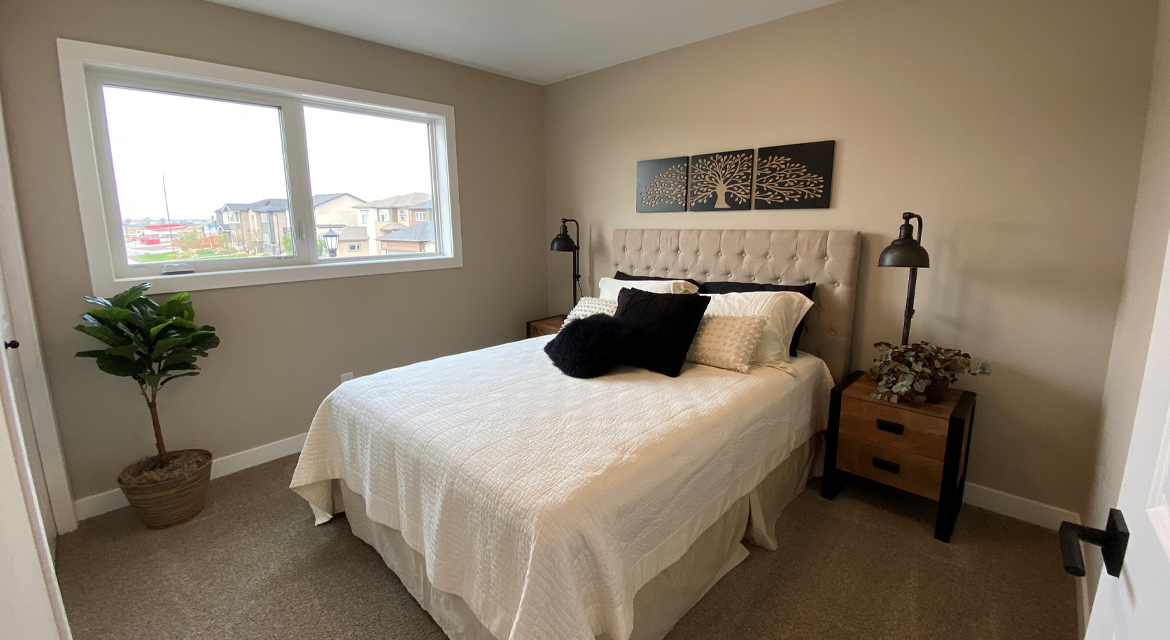 9.Secondary-bedroom-slider-image-3-snowy-owl-the-monticello-dg-16-a