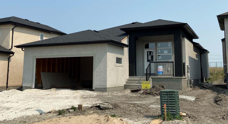 1.-Exterior-131-desrosiers-drive-the-heritage-dg-33-a-broadview-homes-winnipeg