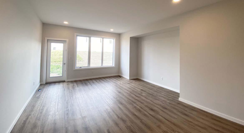 3.Great-room-131-desrosiers-drive-the-heritage-dg-33-a-broadview-homes-winnipeg
