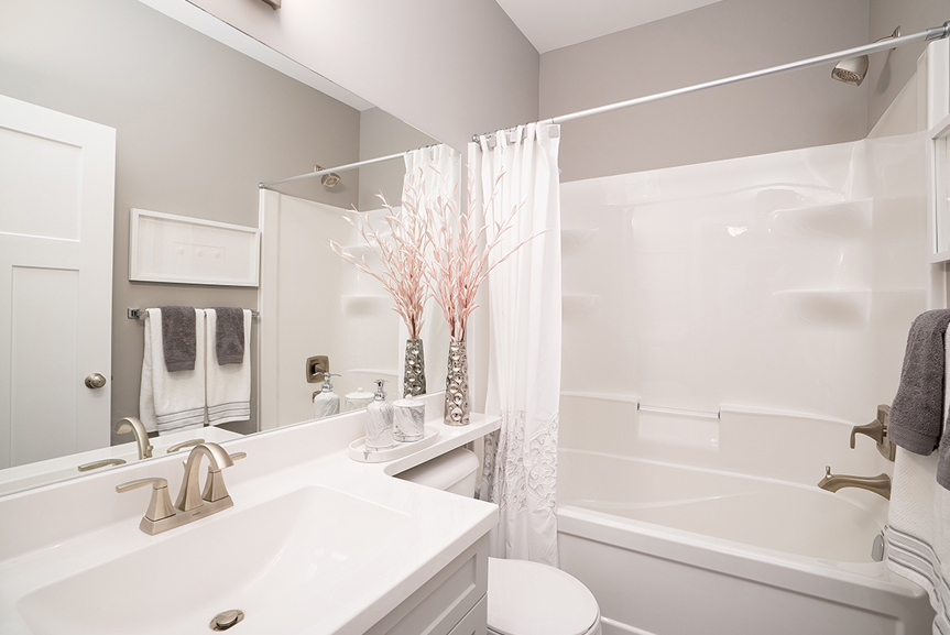 14. 232 Petryk - Main Bathroom - Broadview Homes The Pritchard DG 50 A