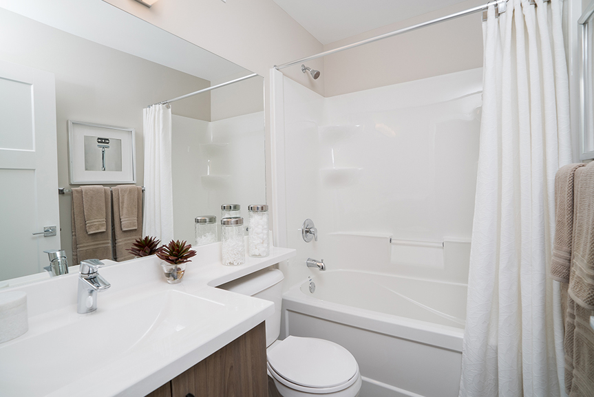 14. 352 Atlas - Main Bathroom - Broadview Homes The Preston DG 10 A