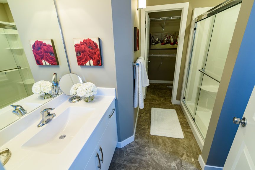 Contemporary Ensuite with Armstrong Vinyl Flooring, Cultured Marble Vanity Tops and Soho Satin White Vanity
