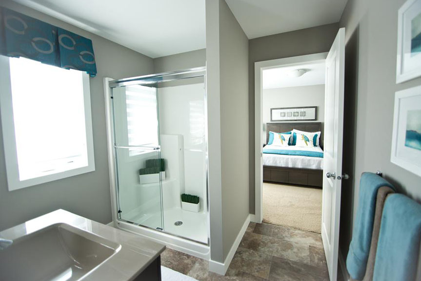 Contemporary Ensuite with Vinyl Flooring and Glass and Acrylic Shower