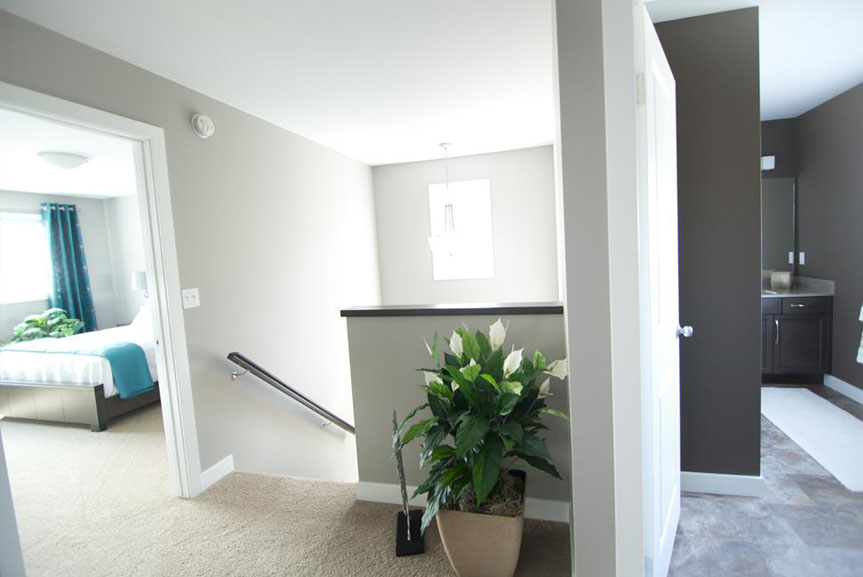 Contemporary Second Floor with Grey Walls and MDF Casing and Baseboard