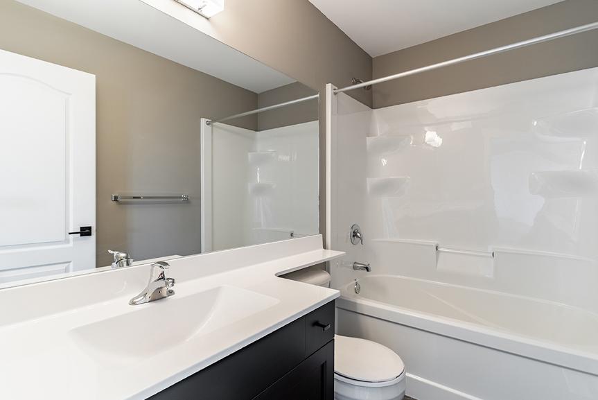 14. Main Bathroom  - 7 Fieldhouse The Avalon DG 15 A Broadview Homes Winnipeg