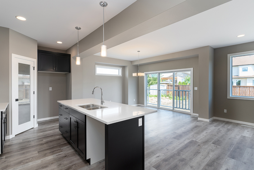 5. Kitchen and Eating Area - 7 Fieldhouse The Avalon DG 15 A Broadview Homes Winnipeg